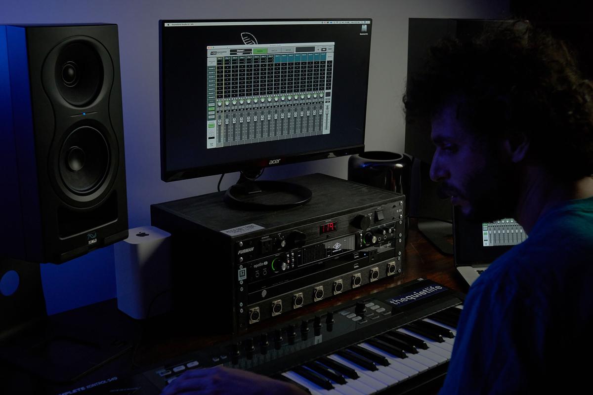 KALI-IN-5-Studio-Monitor_studio-3